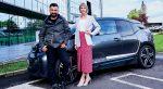 Foto: Knapp-Mitarbeiter mit E-Auto