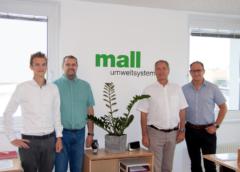 Foto: Auf dem Bild von links nach rechts: Henrik Zupanc, Ing. Karl Gasser, Vertriebsleiter Prok. Ing. Heinz Schnabl und Ing. Robert Glabutschnig. (Mall GmbH, Foto: Februar 2020)